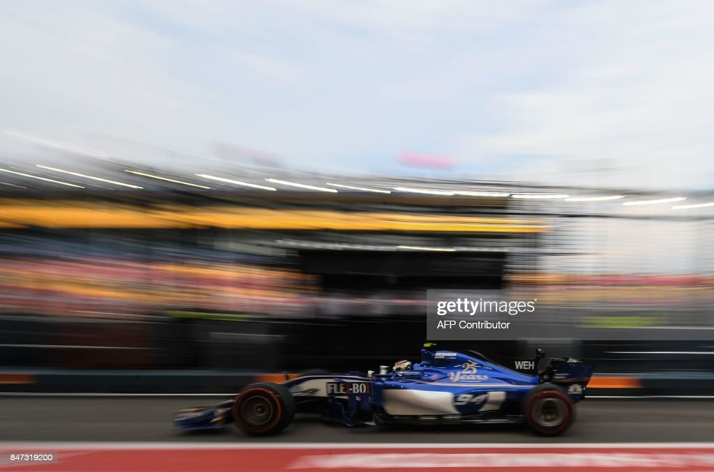 TOPSHOT - Sauber's German driver Pascal Wehrlein returns to the pit lane during the first practice session of the Formula One Singapore Grand Prix in Singapore on September 15, 2017. / AFP PHOTO / Mohd RASFAN