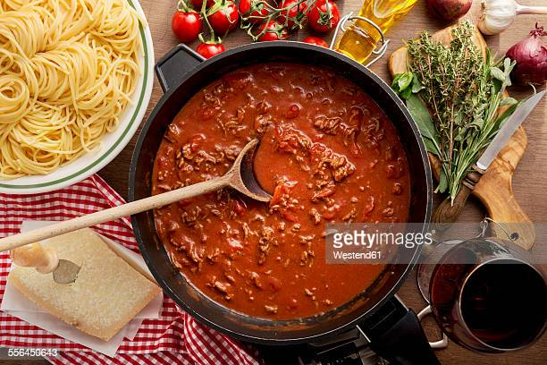 Sauce Bolognese in pan