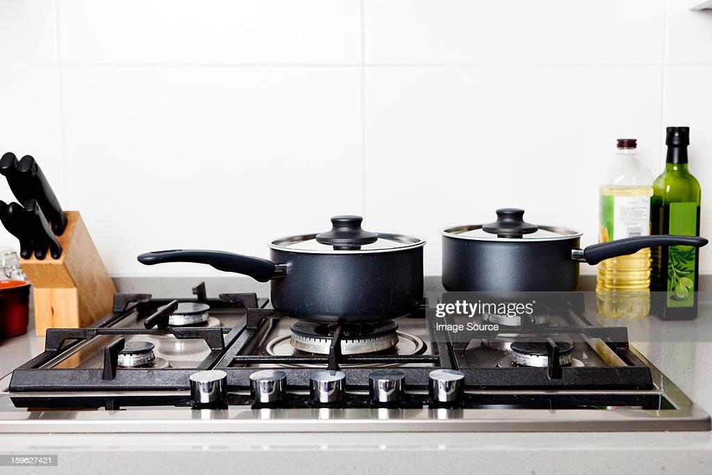 Saucepans on gas hob : Stock-Foto