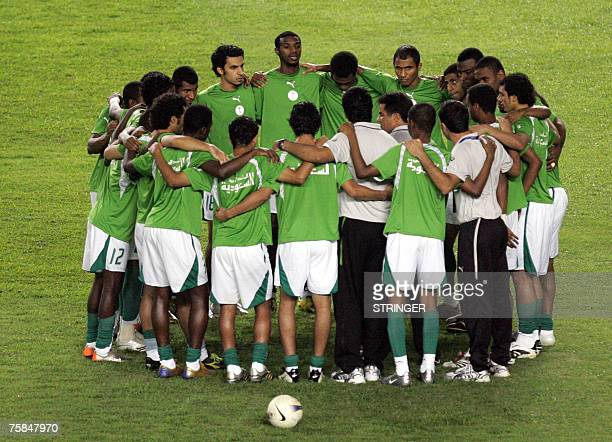 Saudi Arabian football players huddle before the start of the final match of the Asian Football Cup 2007 between Iraq and Saudi Arabia at the Bung...