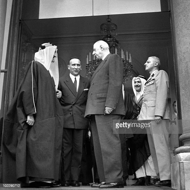 Saudi Arabia's King Faisal ibn Abdul Aziz Al Saud chats on June 06, 1967 by French President General Charles de Gaulle at the steps of Paris Palais...