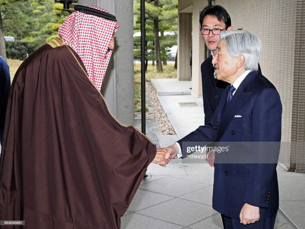 Saudi Arabia's King Salman bin Abdulaziz al-Saud (L) is welcomed by Japanese Emperor Akihito (R) prior to their luncheon at the Imperial Palace in Tokyo on March 14, 2017. Saudi Arabia's King Salman arrived in Tokyo on March 12, making the first visit to Japan by a monarch from the oil-rich nation in nearly five decades. / AFP PHOTO / JAPAN POOL AND JIJI PRESS / STRINGER / Japan OUT