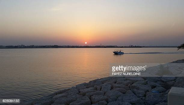 Saudi families enjoy a ride on a touristic boat along the corniche on November 22 2016 in Qatif 400kms east of the capital Riyadh / AFP / FAYEZ...