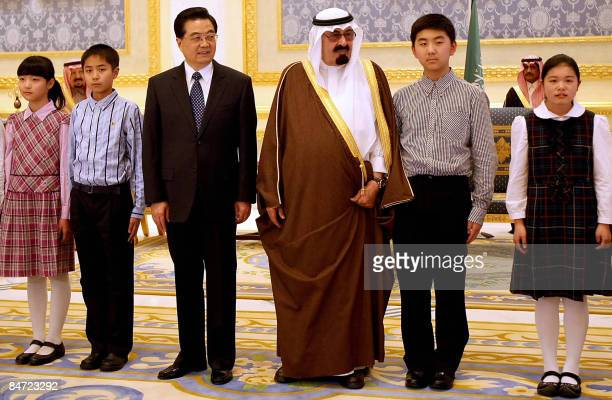 Saudi King Abdullah bin Abdul Aziz alSaud and Chinese President Hu Jintao meet with Chinese students in Riyadh on February 10 2009 Hu arrived in OPEC...