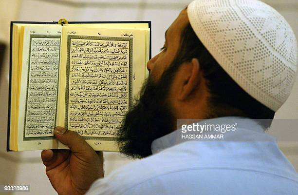 A Saudi man reads the Koran at the Imam Turki bin Abdullah mosque in Riyadh 16 September 2007 during the fourth day of the holy Muslim month of...