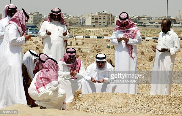 Saudi men pray over the grave of King Fahd of Saudi Arabia after Friday pray in Riyadh 05 August 2005 In keeping with the strict Muslim traditions of...