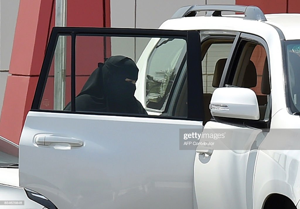 A Saudi woman rides into a car outside a mall in the Saudi capital Riyadh on September 27, 2017. Saudi Arabia will allow women to drive from next June, state media said on September 26, 2017 in a historic decision that makes the Gulf kingdom the last country in the world to permit women behind the wheel. The shock announcement comes after a years-long resistance from women's rights activists, some of whom were jailed for defying the ban on female driving. /