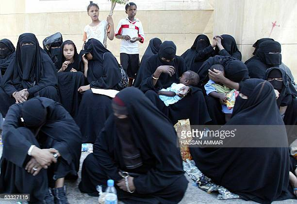 Saudi women gather outside the AlOd public cemetery where King Fahd of Saudi Arabia is buried in Riyadh 05 August 2005 In keeping with the strict...