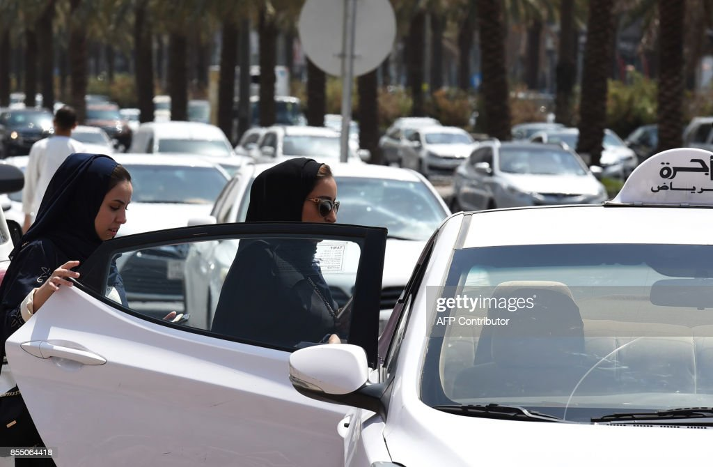 Saudi women get into a taxi at a street in the Saudi capital Riyadh on September 28, 2017. Saudi Arabia will allow women to drive from June 2018, state media said on September 26, 2017 in a historic decision that makes the Gulf kingdom the last country in the world to permit women behind the wheel. The shock announcement comes after a years-long resistance from women's rights activists, some of whom were jailed for defying the ban on female driving. /