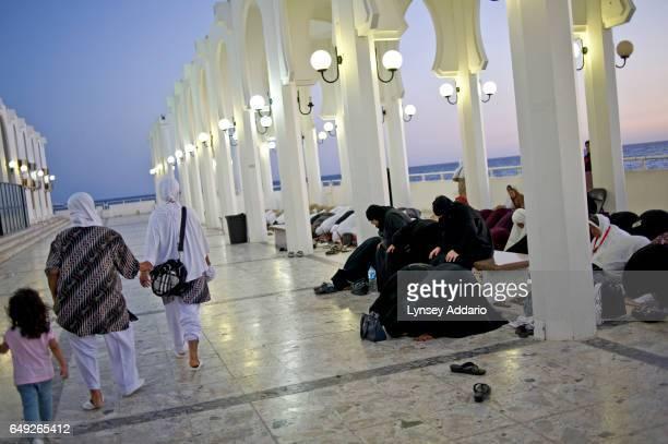 Saudi women pray alongside a group of Indonesian tourists in Jeddah Saudi Arabia June 14 2011 Saudi Arabia is governed by Sharia Law rule according...