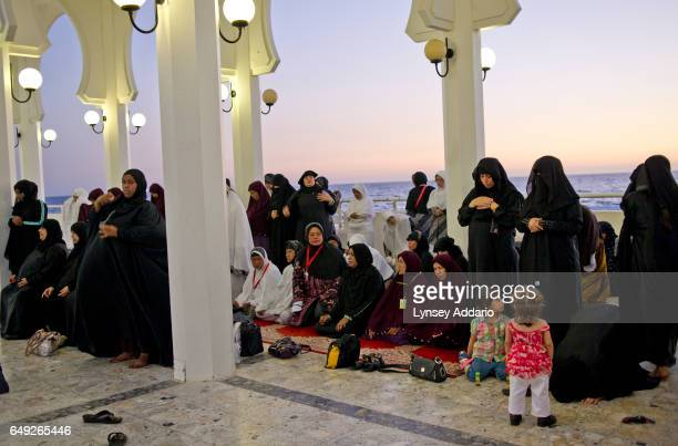 Saudi women pray alongside a group of Indonesian tourists in Jeddah Saudi Arabia June 14 2011 Saudi Arabia is governed by Sharia Law rule according...