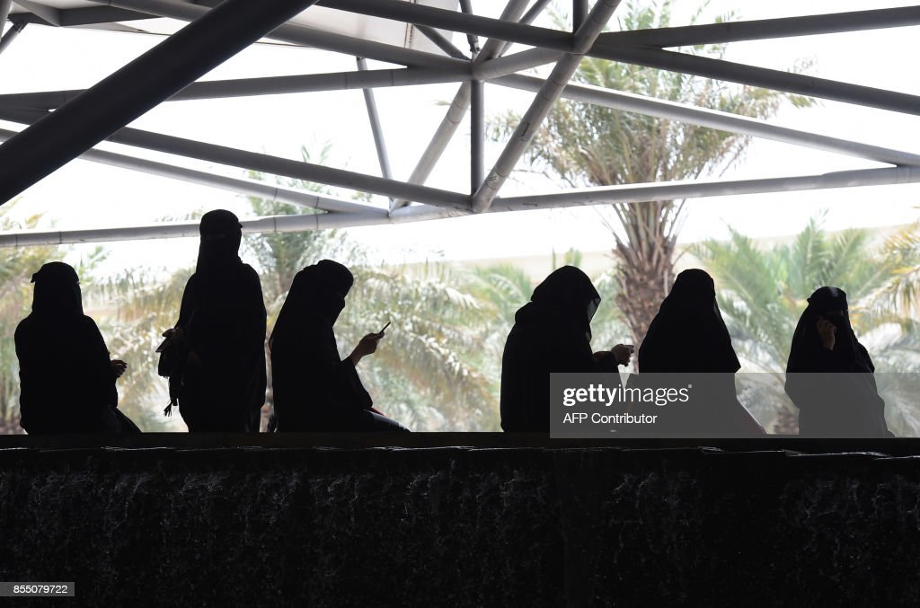 Saudi women wait for their drivers outside a hotel in the Saudi capital Riyadh, on September 28, 2017. Saudi Arabia will allow women to drive from June 2018, state media said on September 26, 2017 in a historic decision that makes the Gulf kingdom the last country in the world to permit women behind the wheel. The shock announcement comes after a years-long resistance from women's rights activists, some of whom were jailed for defying the ban on female driving. /