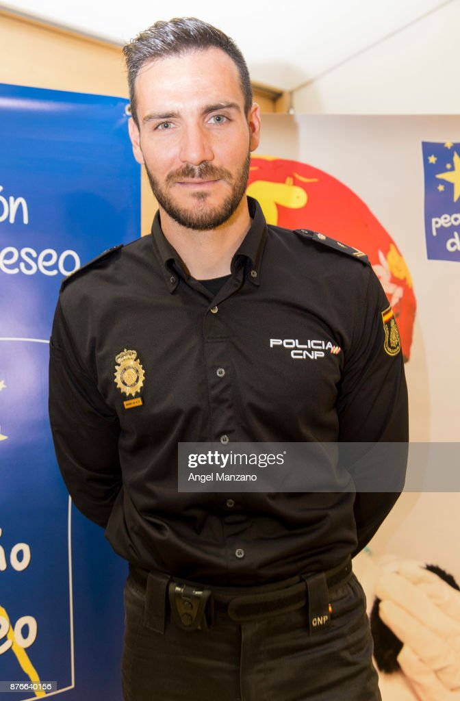 Saul Craviotto attends Pequeno Deseo charity calendar on November 20, 2017 in Madrid, Spain.