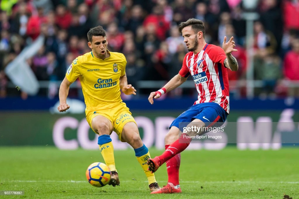 Saul Niguez Esclapez (R) of Atletico de Madrid battles for the ball with Jonathan Calleri of UD Las Palmas during the La Liga 2017-18 match between Atletico de Madrid and UD Las Palmas at Wanda Metropolitano on January 28 2018 in Madrid, Spain.