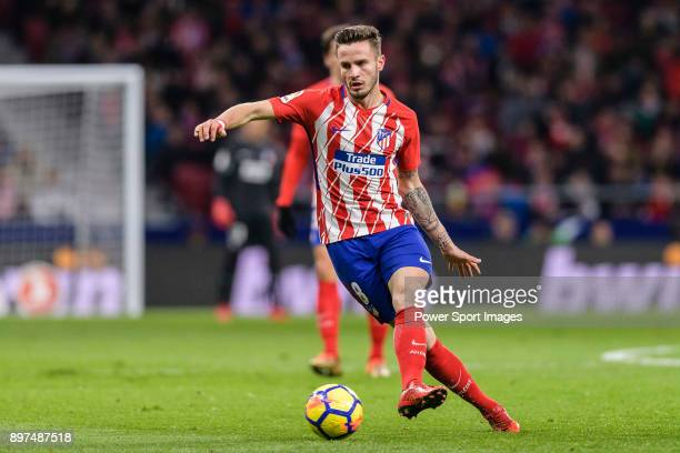 Saul Niguez Esclapez of Atletico de Madrid in action against Ruben Duarte of Deportivo Alaves during the La Liga 201718 match between Atletico de...