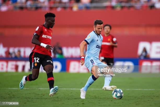 Saul Niguez of Atletico de Madrid controls the ball under pressure from Iddrisu Mohamed Baba of RCD Mallorca during the La Liga match between RCD...