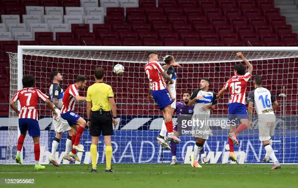 Saul Niguez of Atletico Madrid scores his team's first goal during the La Liga match between Club Atletico de Madrid and Deportivo Alaves at Wanda...