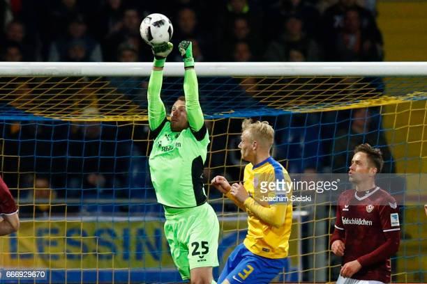 Saulo Decarli of Braunschweig challenges Marvin Schwaebe of Dresden during the Second Bundesliga match between Eintracht Braunschweig and SG Dynamo...