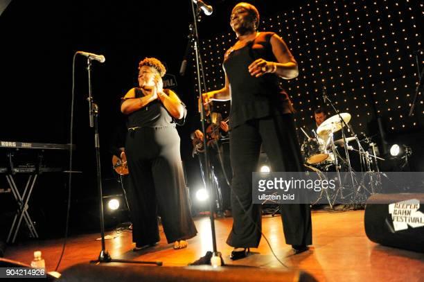 Saun Starr die Saengerinnen Saundra Williams und Starr Duncan Lowe live beim Reeperbahnfestival 2015 Konzert beim Musikfestival in den Clubs um die...