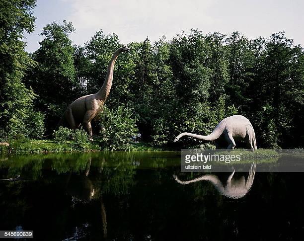 Saurierpark und Sauriergarten inGroßwelka Nachbildungen vomBrachiosaurus li und Diplodocus 1992