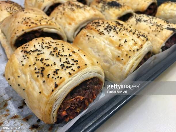 sausage rolls filled with vegetarian meat - rafael ben ari photos et images de collection
