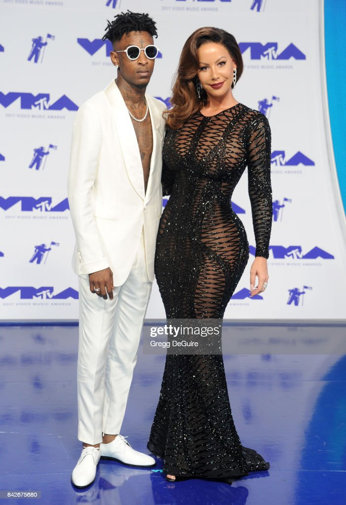 21 Savage and Amber Rose arrive at the 2017 MTV Video Music Awards at The Forum on August 27, 2017 in Inglewood, California.