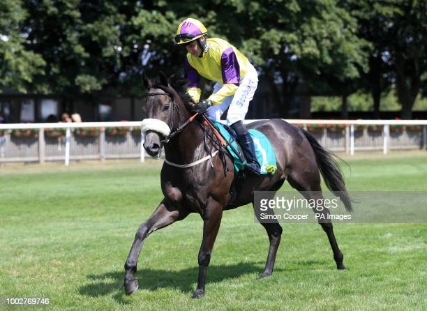 Savalas ridden by Tom Eaves goes to post