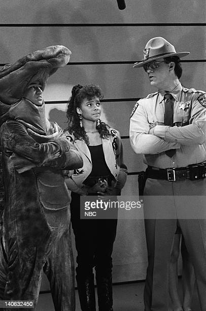 BELL Save That Tiger Episode 16 Air Date Pictured Mario Lopez as AC Slater Lark Voorhies as Lisa Turtle Dennis Haskins as Mr Richard Belding Photo by...