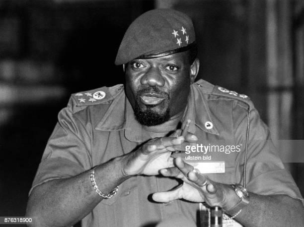 Savimbi Jonas Malheiro * Politiker Fuehrer der UNITA Angola Portrait 1991
