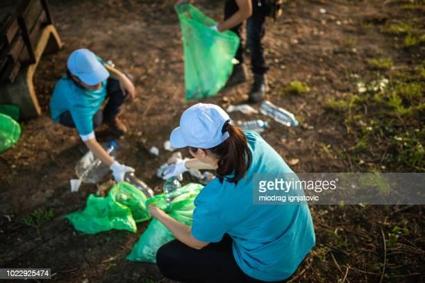saving the planet - environmental issues imagens e fotografias de stock