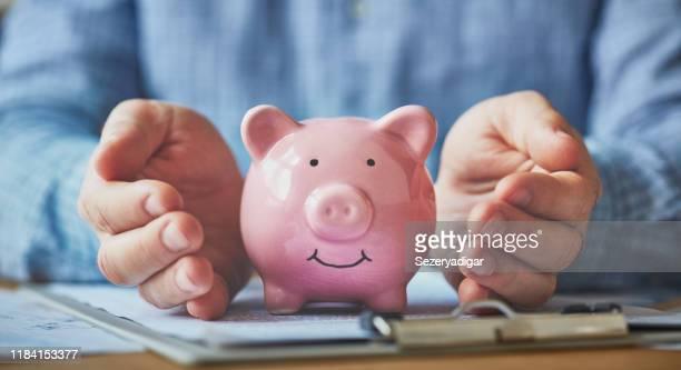 貯蓄保護 - 警護する ストックフォトと画像
