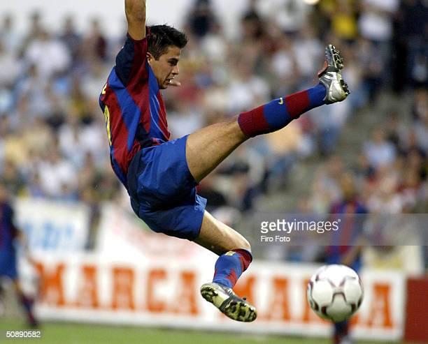 Saviola of Barcelona in action during the Spanish Primera Liga match between Zaragoza and Barcelona at La Rosaleda Stadium May 23 2004 in Zaragoza...