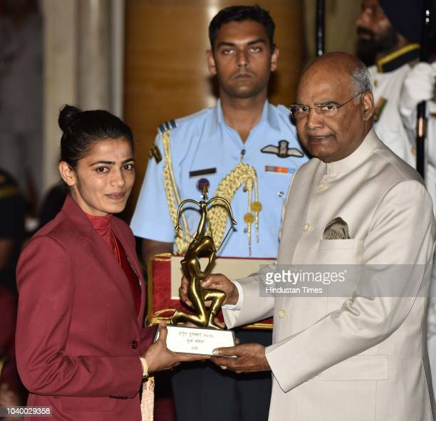 Savita receives Arjuna Award 2018 for his achievements in Hockey from President Ramnath Kovind during the National Sports and Adventure Award 2018...