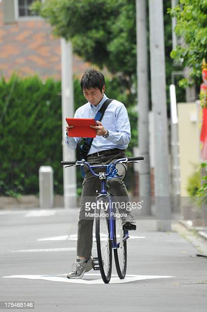 Saw this man going in one direction riding his bycicle and using his e-reader at the same time. A few minutes later, I saw him again, waiting to...