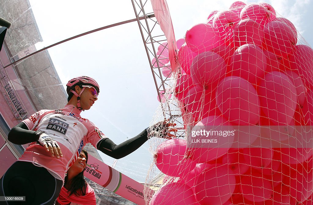 Saxo Bank's Australian Richie Porte celebrates his pink jersey on the podium of stage 12 of the 93rd Italian Giro, in Porto Recanti on May 20, 2010. AFP PHOTO/Luk Beines
