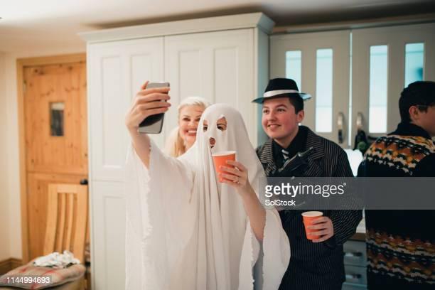 say cheese! - ghost player foto e immagini stock