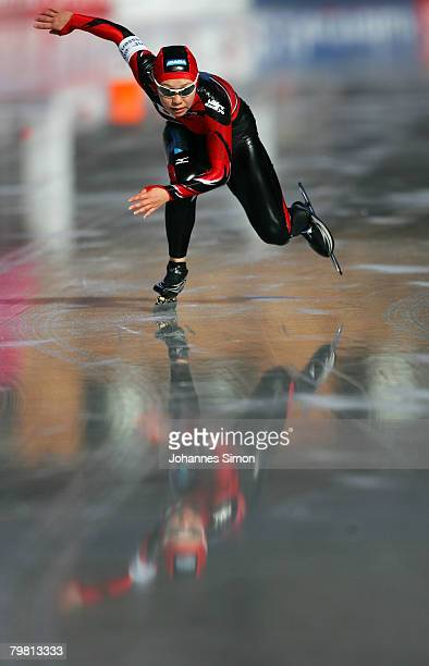 Sayuri Yoshi of Japan competes in the 500m heats during Day 2 of the Essent ISU Speed Skating World Cup at the Ludwig Schwabl Eisstadion on February...