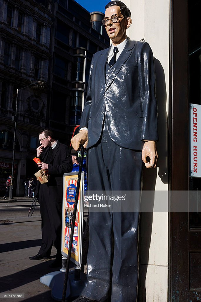 Scale Model Of Worlds Tallest Man Robert Pershing Wadlow In London