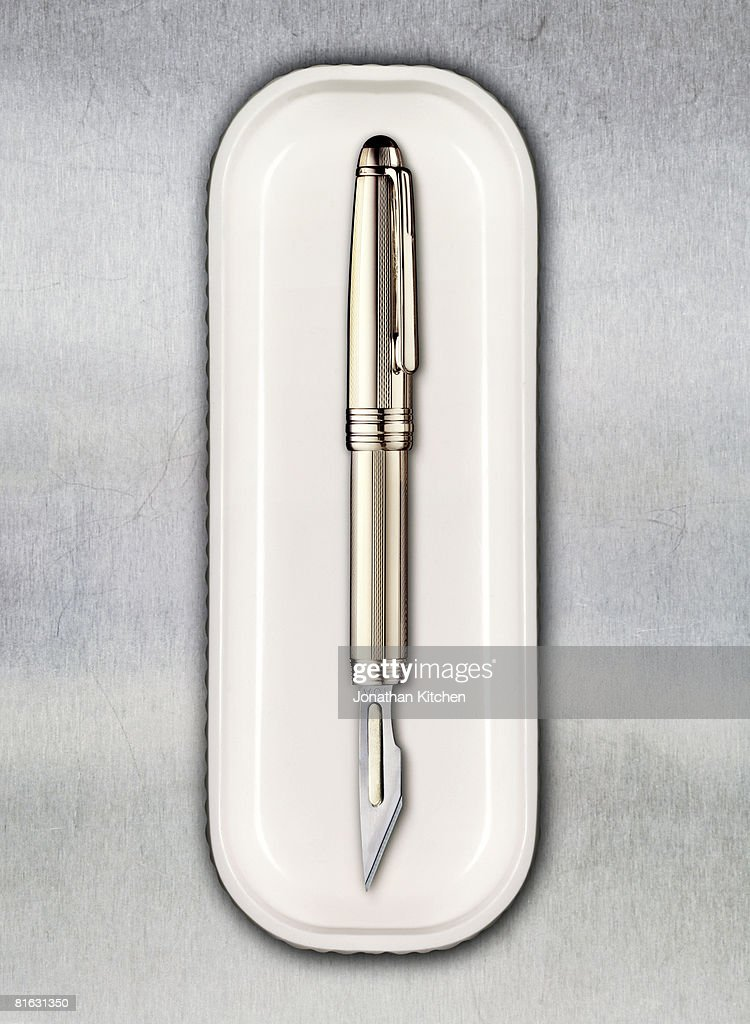 Scalpel Pen in a tray : Stock Photo