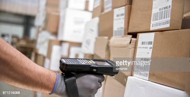 Scanning boxes in warehouse