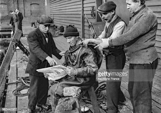Scaphandrier sur les docks à Londres en Angleterre au RoyaumeUni en 1936