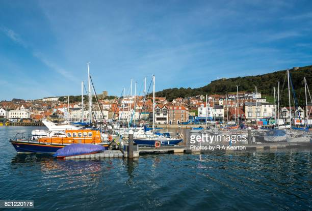scarborough harbour, north yorkshire, england - scarborough uk stock pictures, royalty-free photos & images