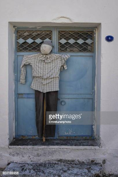 scarecrow at the front door,barbaros village ,izmir. - emreturanphoto stock pictures, royalty-free photos & images