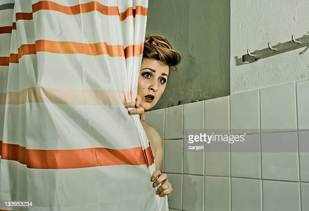 Ängstliche in der Dusche.