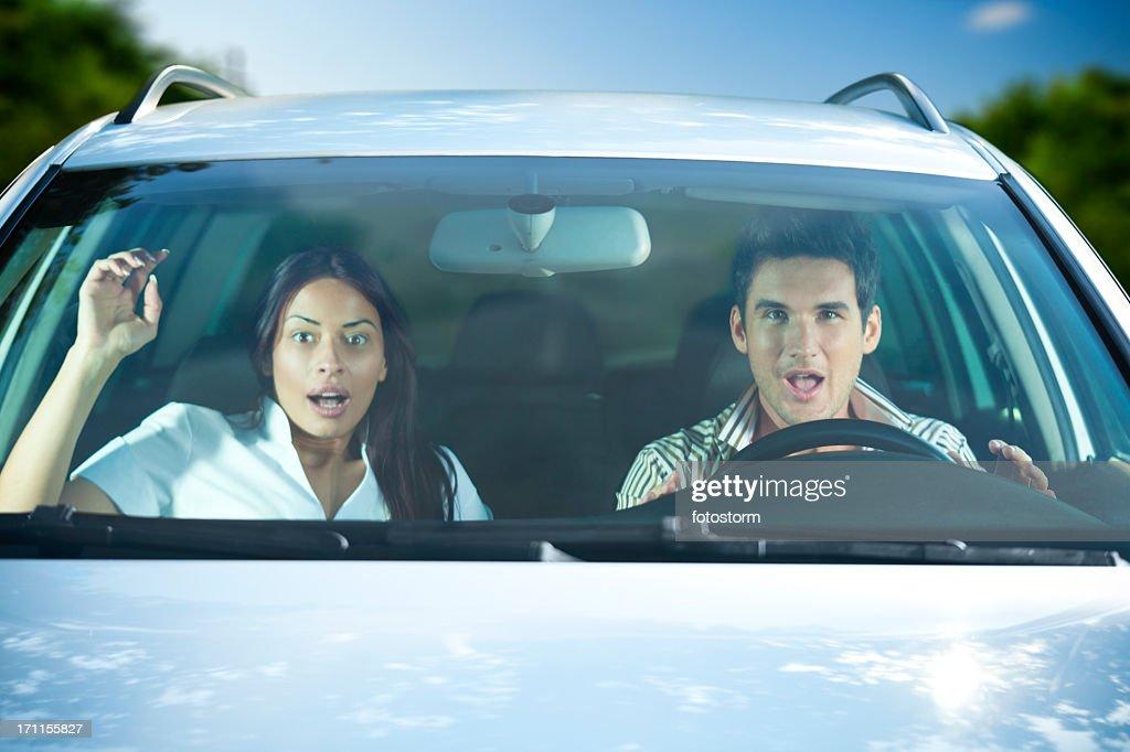 Ängstliche Paar im Auto : Stock-Foto