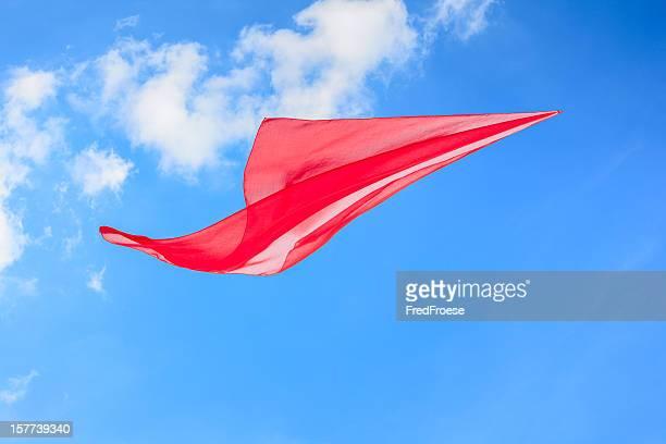 bufanda en el viento - pañuelo rojo fotografías e imágenes de stock
