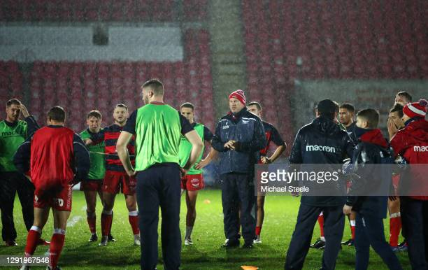 Scarlets coach Glenn Delaney tells his players the Heineken Champions Pool 1 match between Scarlets and Toulon is called off due to Covid concerns at...