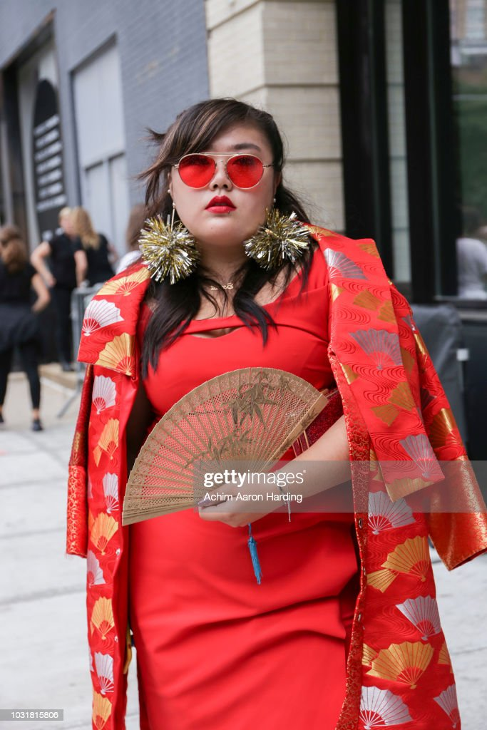 Street Style - New York Fashion Week September 2018 - Day 7 : News Photo