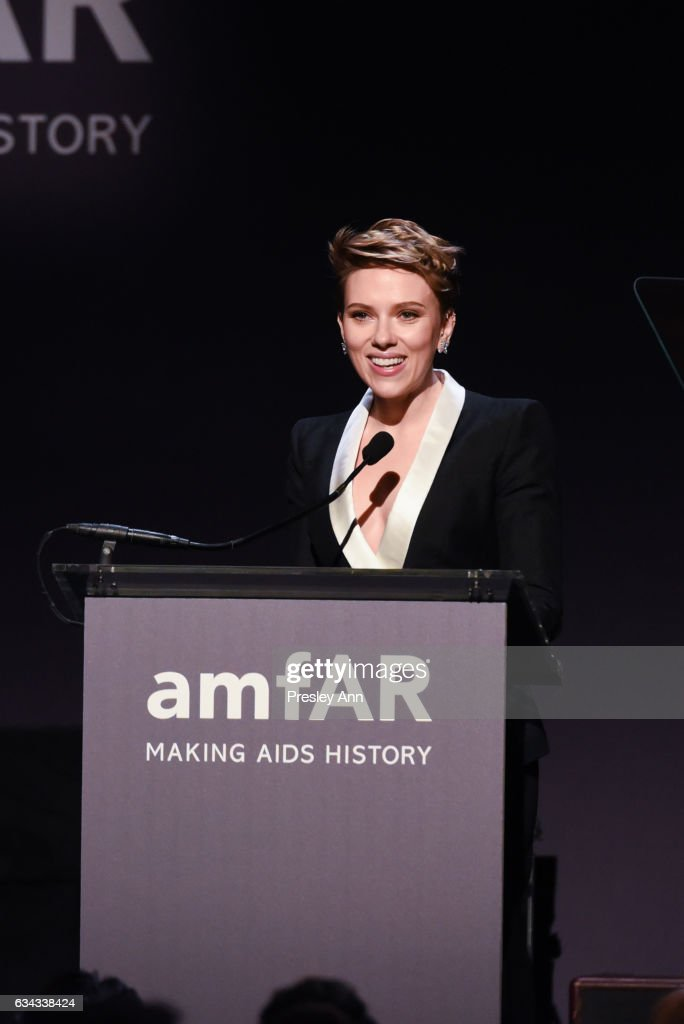 Scarlett Johansson attends 19th Annual amfAR New York Gala at Cipriani Wall Street on February 8, 2017 in New York City.