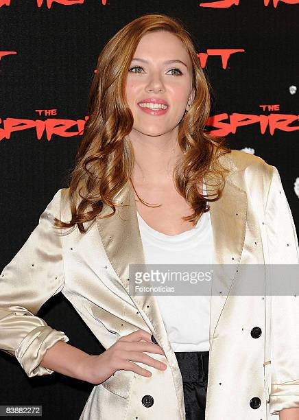"""Scarlett Johansson attends a photocall for """"The Spirit"""" at the Santo Mauro Hotel on December 2, 2008 in Madrid, Spain."""